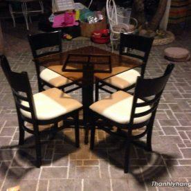 bàn ghế kính đen kiểu
